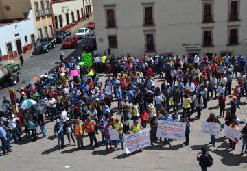 PROTESTAN TRABAJADORES DE LA MINERA PEÑASQUITO, POR EL CIERRE DE SU FUENTE DE EMPLEO