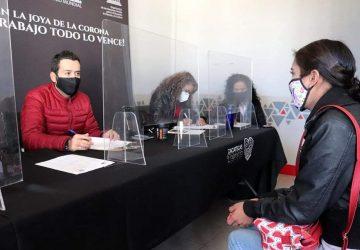 ENTREGA ALCALDE ULISES MEJÍA HARO APOYOS ECONÓMICOS EN LA AUDIENCIA PÚBLICA NÚMERO 87.