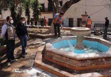 CONTINÚA PRESIDENTE SALVADOR ESTRADA GONZÁLEZ CON LA LIMPIEZA PERMANENTE DE ESPACIOS PÚBLICOS EN LA CAPITAL.