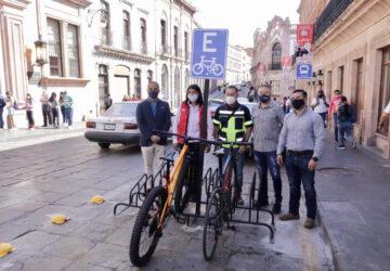 INSTALA GOBIERNO DEL ESTADO ESTACIONAMIENTOS PARA BICICLETAS