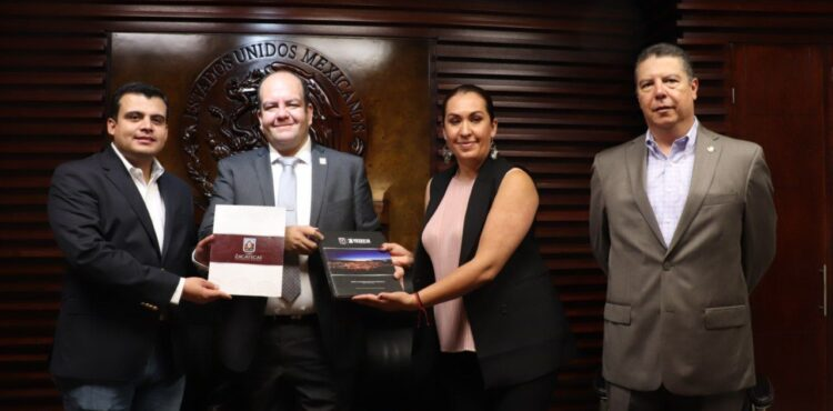 ENTREGA SALVADOR ESTRADA TERCER Y ÚLTIMO INFORME A LA LXIV LEGISLATURA