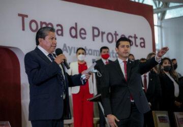 JULIO CÉSAR CHÁVEZ PADILLA RINDIÓ PROTESTA COMO PRESIDENTE MUNICIPAL, ANTE EL MANDATARIO ESTATAL