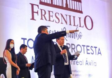EN SESIÓN SOLEMNE DE CABILDO, EL JEFE DEL EJECUTIVO TOMÓ PROTESTA AL PRESIDENTE MUNICIPAL DE FRESNILLO, SAÚL MONREAL